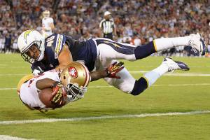 Anthony Dixon (SF) dives for a touchdown - (Harry How - Getty Images)